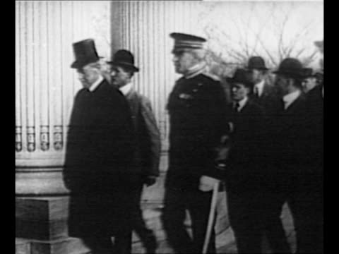 us president woodrow wilson walks on grounds of us capitol / ws congressmen and senators take seats at joint session / wilson approaches as he rides... - united states congress stock-videos und b-roll-filmmaterial