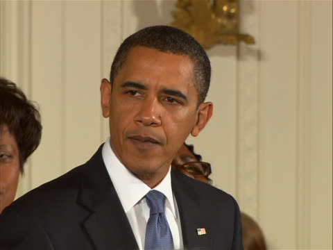 vidéos et rushes de presidentêbarackêobamaêmaking remarks after signing into law the matthew shepard and james byrd jr. hate crimes prevention act. this act expands the... - united states and (politics or government)