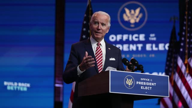 "vidéos et rushes de president-elect joe biden delivers remarks about the u.s. economy stating the money is there in ""keeping american afloat"" during at a press briefing... - discours"