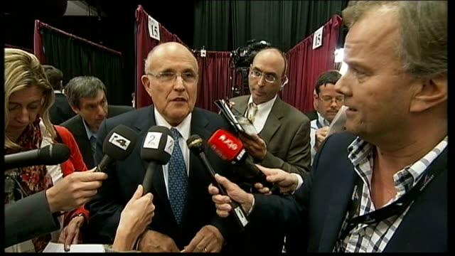 presidential campaign: mitt romney 'wins' first television debate; rudolph giuliani speaking to press rudolph giuliani speaking to press sot - romney... - foro video stock e b–roll