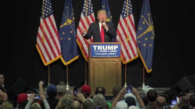 2016 presidential candidate donald trump speaks to supporters at the indiana state fairgrounds trump needs the indiana delegates to secure the... - omgivande mur bildbanksvideor och videomaterial från bakom kulisserna