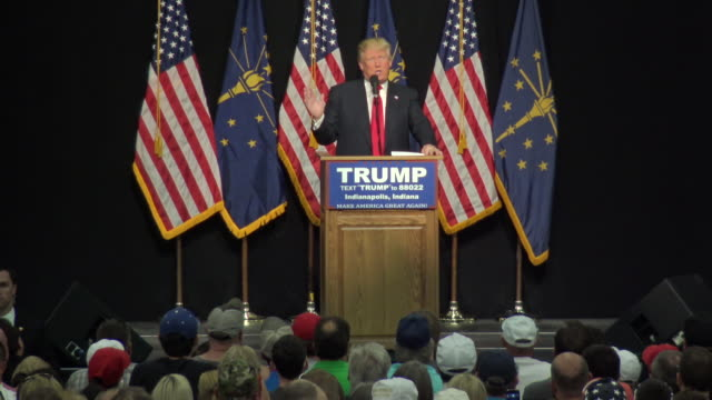 vidéos et rushes de 2016 presidential candidate donald trump speaks to supporters at the indiana state fairgrounds trump needs the indiana delegates to secure the... - face à face