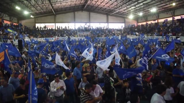 presidential candidate efrain alegre of paraguay's national alliance party launched his campaign monday filling a stadum to capacity south of the... - alegre stock-videos und b-roll-filmmaterial