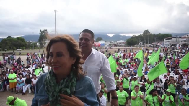 stockvideo's en b-roll-footage met presidential candidate sandra torres holds a campaign rally after the exclusion by judicial order of two of the favourite candidates for the... - presidentskandidaat