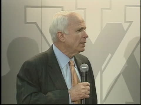 vídeos y material grabado en eventos de stock de presidential candidate senator john mccain discusses the implication of withdrawal in the war in iraq during a press conference. - (war or terrorism or election or government or illness or news event or speech or politics or politician or conflict or military or extreme weather or business or economy) and not usa