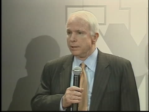 vídeos y material grabado en eventos de stock de presidential candidate senator john mccain discusses the war in iraq during a press conference. - (war or terrorism or election or government or illness or news event or speech or politics or politician or conflict or military or extreme weather or business or economy) and not usa