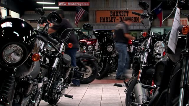 presidential election: andres manuel lopez obrador wins; usa, texas, el paso; harley-davidson motorcycles for sale in dealership showroom, professor... - made in usa点の映像素材/bロール
