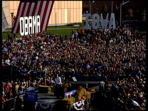 presidential election: barack obama speaks at rally in iowa; barack obama speech and cutaways of crowds continued sot / speech ends - アイオワ州点の映像素材/bロール