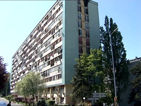 vidéos et rushes de presidential election: first round voting; clichy-sous-bois: int car blocks of flats seen from passenger window of moving car track along ext general... - banlieue pavillonnaire