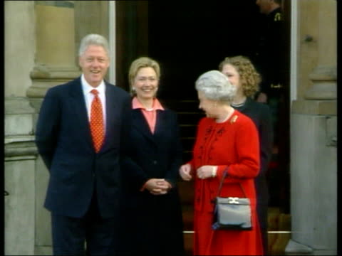 george w bush to be next president pc5l u'lay clintons photocall with queen england london buckingham palace ext ls bill clinton towards out of... - bill clinton stock videos and b-roll footage