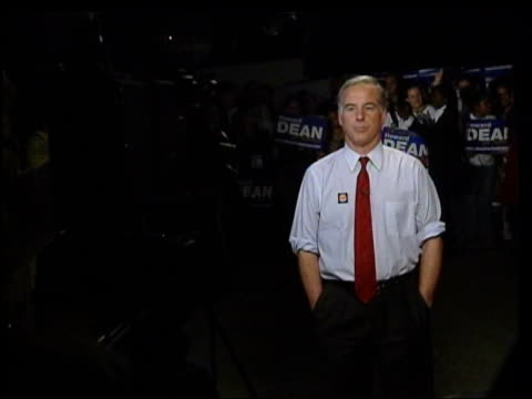 hillary clinton speculation itn dean supporters next to election bus pan dean standing before tv cameras in shirtsleeves gv dean standing before... - autogramm stock-videos und b-roll-filmmaterial