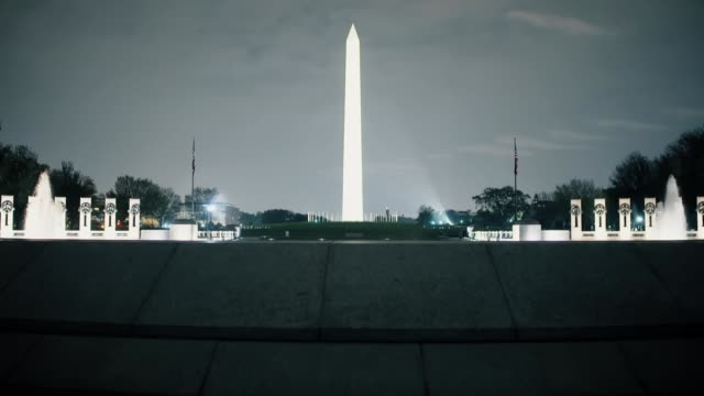 itv news special 'trump vs biden the results' pab 2300 0000 usa washington dc ext lincoln memorial illuminated at night fountain at world war 2... - war and conflict点の映像素材/bロール
