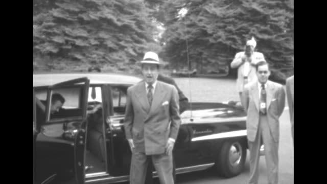 vidéos et rushes de 1952 presidential election / motorcade arriving at white house / democratic presidential candidate illinois governor adlai stevenson and vice... - adlai stevenson