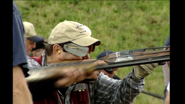 vídeos y material grabado en eventos de stock de pennsylvania primary gun club members firing rifles and spent cartridges on the ground - primary election