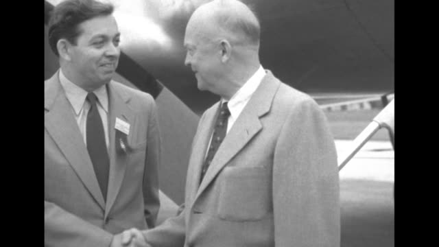 stockvideo's en b-roll-footage met presidential election /republican candidate dwight eisenhower deplanes and shakes hands with man / eisenhower and man / journalists and photographers... - mp