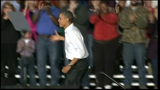 presidential election: three days to go; **music heard sot** obama waving and arriving on stage at rally ends - 政治集会点の映像素材/bロール