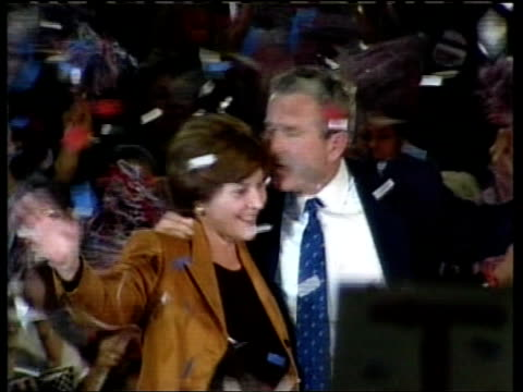 vidéos et rushes de presidential election: too close to call:; itn usa: florida: jacksonville: bush and wife laura as ticker tape falls tx 5.11.2000/18.35 - élection