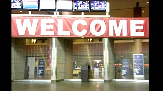 republican convention / sarah palin confirms teenage daughter is pregnant minnesota minneapolissaint paul xcel energy center int welcome sign and... - saint paul stock-videos und b-roll-filmmaterial