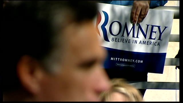 vídeos y material grabado en eventos de stock de mitt romney due to announce running mate ext romney supporter holding placard romney belive in america' pull out to mitt romney speaking at campaign... - placard