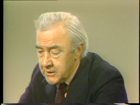 vidéos et rushes de presidential hopeful eugene mccarthy discusses constitutional relationships and what the presidency is all about. - eugene j. mccarthy