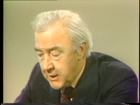 vidéos et rushes de presidential hopeful eugene mccarthy says he disagrees with a two-party system during the presidential campaign of 1976. - eugene j. mccarthy