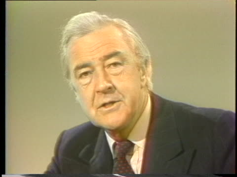 vidéos et rushes de presidential hopeful eugene mccarthy talks about the difficulty of getting one's message across. - eugene j. mccarthy