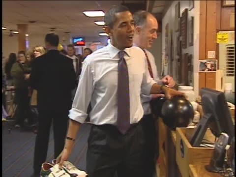 vídeos de stock, filmes e b-roll de presidential hopeful us senator barack obama gets bowling shoes at a campaign stop in altoona, pennsylvania. - sapato de boliche