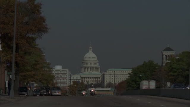 WS, Presidential limousine motorcade, Capitol building in background, Washington DC, USA