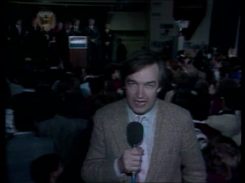 stockvideo's en b-roll-footage met iowa caucus reporter to camera jon snow sof ater mondale has remains to be seen video ex eng/us pool/us tv commercial/cbs