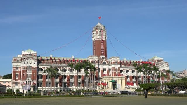 vídeos y material grabado en eventos de stock de presidential office building, taipei taiwan - bandera de taiwán