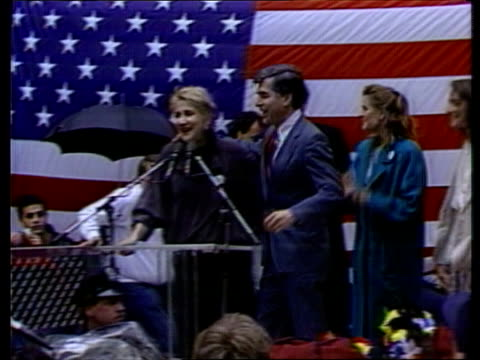 presidential primary: democrats vote in new york primary; usa: new york: ext michael dukakis r-l to microphone and puts arm his actress cousin... - zoom out 個影片檔及 b 捲影像