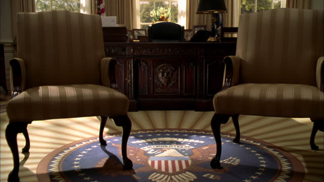 ws presidential seal and the desk in the oval office of the white house - washington, district of columbia - weißes haus stock-videos und b-roll-filmmaterial