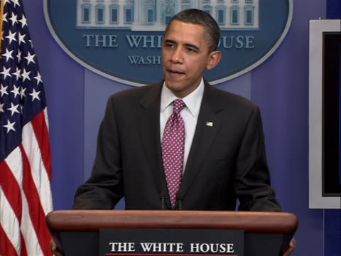 presidentêobamaêcomes out to speak to the press corp on press secretary robertêgibbs'êlast day he starts by saying all right well listen... - zuletzt stock-videos und b-roll-filmmaterial
