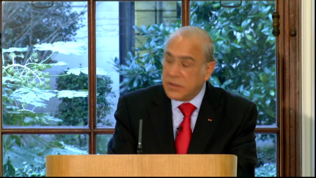 oecd press conference angel gurria press conference sot - oeec video stock e b–roll