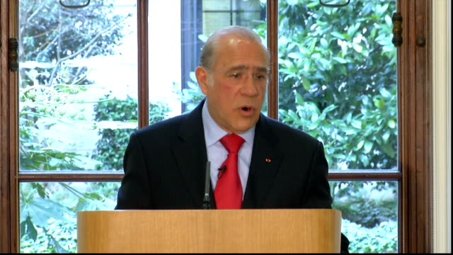 oecd press conference angel gurria question and answer session sot - oeec video stock e b–roll