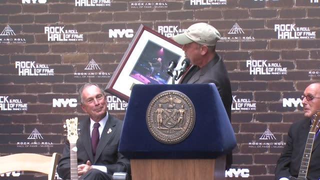 billy joel introduces new memorabilia that will be added to the museums collection at the rock and roll hall of fame makes a special announcement at... - ビリー・ジョエル点の映像素材/bロール