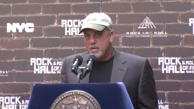 billy joel on being a roaming ambassador of new york and being proud to represent the new rock and roll hall of fame at the rock and roll hall of... - ビリー・ジョエル点の映像素材/bロール
