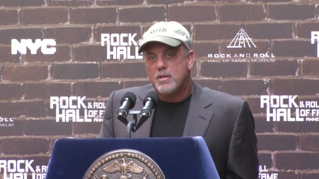 billy joel on how ny has inspired him and his music how he started out as a musician and him as an artist at the rock and roll hall of fame makes a... - ビリー・ジョエル点の映像素材/bロール