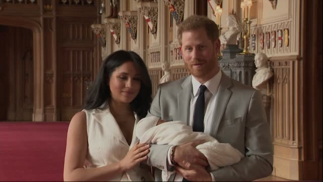 vídeos de stock e filmes b-roll de press conference duke and duchess of sussex present their newborn baby boy master archie harrison mountbattenwindsor to the world harry says about... - duke of sussex