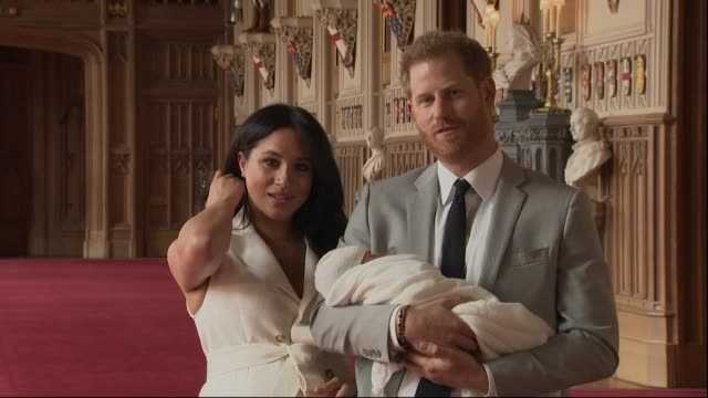 vídeos de stock e filmes b-roll de press conference duke and duchess of sussex present their newborn baby boy, master archie harrison mountbatten-windsor, to the world, they talk about... - realeza
