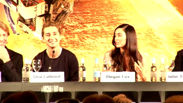 press conference for launch of movie 'transformers revenge of the fallen' megan fox press conference sot / michael bay press conference sot / shia... - transformer stock videos & royalty-free footage