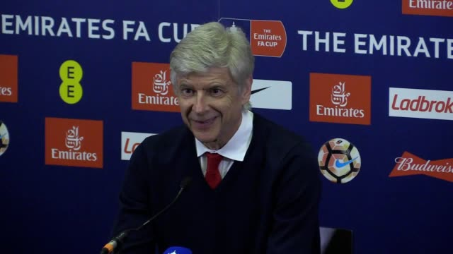 vídeos de stock e filmes b-roll de press conference with arsenal manager arsene wenger following arsenal 21 victory over manchester city in the fa cup semifinal - fase da semifinal