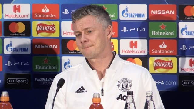 vidéos et rushes de press conference with manchester united manager ole gunnar solskjaer and forward anthony martial ahead of the champions league knockout game against... - var