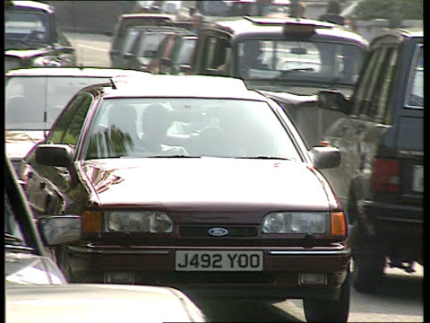 stockvideo's en b-roll-footage met press coverage of royals nat london notting hill lms press photographers lined up on pavement ms ditto tms photographers pan lr ms car carrying... - kensington en chelsea