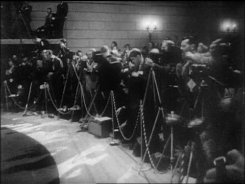 b/w 1946 press taking photographs of un charter signing / sf / newsreel - 1946年点の映像素材/bロール