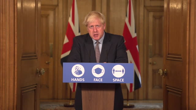 presser boris johnson pm, announces new coronavirus measures, the rule of 6, bound by law and aimed to simplify current guidelines - pressekonferenz stock-videos und b-roll-filmmaterial