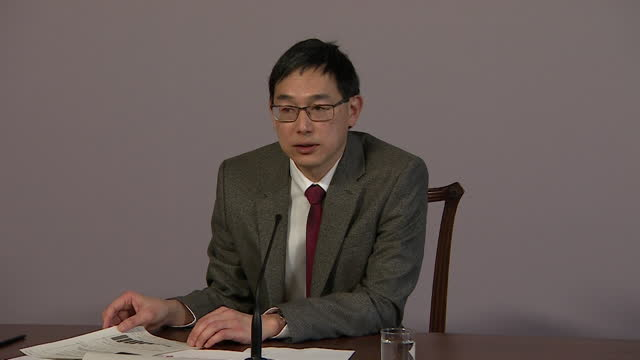 presser professor wei shen lim, jcvi, about prioritising people for covid-19 vaccine usine age rather than occupation - b roll stock videos & royalty-free footage