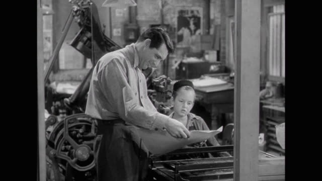 1941 pressman (edgar buchanan) visits friend's ( cary grant & irene dunne) newspaper and is hired - journalismus stock-videos und b-roll-filmmaterial