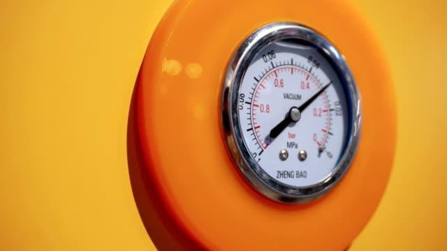 圧力計ディスプレイ気圧、リアルタイム。 - 測定器点の映像素材/bロール