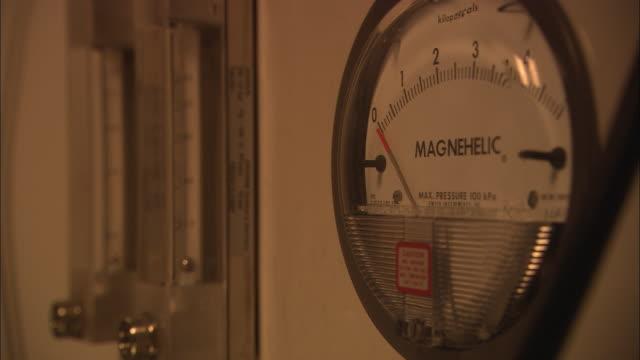 CU, Pressure gauge
